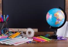 Assortimento di nuovo ai rifornimenti di scuola Immagini Stock Libere da Diritti
