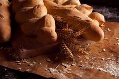 Assortimento di pane al forno sulla tavola Immagine Stock Libera da Diritti