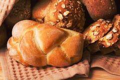 Assortimento di pane cotto fotografia stock libera da diritti