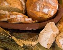 Assortimento di pane cotto immagini stock