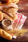 Assortimento di pane sulla tavola di legno Immagine Stock Libera da Diritti