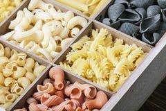 Assortimento italiano della pasta di differente Fotografie Stock