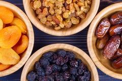Assortimento secco di frutti su fondo di legno Vista superiore Fotografie Stock Libere da Diritti
