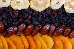 Assortimento secco di frutti su fondo di legno Vista superiore Fotografia Stock