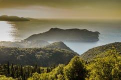Assos和I的Kefalonia海湾全景山  库存照片