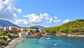 Assos by, Kefalonia ö, Ionian öar, Grekland Royaltyfria Foton