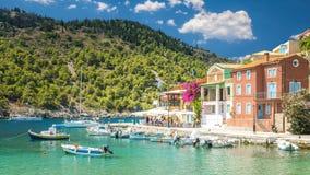 Assos by på ön av Kefalonia i Grekland arkivfoton