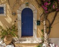 Assosdeur van een huis, Kefalonia Griekenland stock foto's