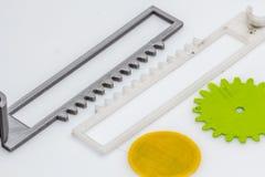 Assottigli l'ingranaggio stampato 3D verde con gli strati visibili di plastica che è sostenibile Fotografia Stock