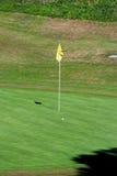 Asta de bandera del golf, Costa del Sol, España. Fotos de archivo