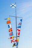 Asta de bandera en el cielo Fotografía de archivo