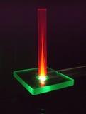Asta vermiglio nell'ambito del fascio laser Immagini Stock Libere da Diritti