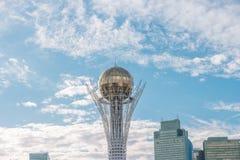 Astaná, Kazajistán - 3 de septiembre de 2016: Baiterek Bola de oro AG Imagenes de archivo