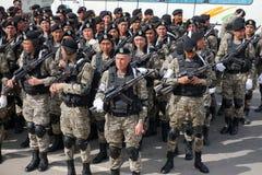 Astaná, Kazajistán, - mayo, 2, 2015 Soldados del ejército de Kazajistán durante el ensayo del desfile en honor del imagen de archivo libre de regalías