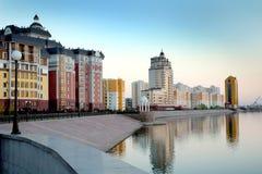 Astana, gesichert den Flüssen Ishim stockbilder