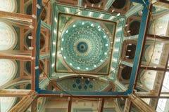 ASTANA, il KAZAKISTAN - 25 agosto 2015: Interno della moschea diNur-Astana, la terza più grande moschea in Asia centrale fotografie stock