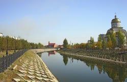 Astana. invallning av den Ishim floden. arkivbilder