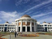Astana, Kasachstan, am 15. September 2018 Nazarbayev-Hochschuläußere Ansicht lizenzfreie stockfotografie