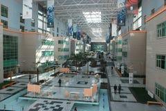 Astana, Kasachstan, am 13. September 2018 Nazarbayev-Hochschulatrium lizenzfreie stockbilder