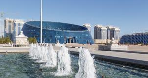 Astana Kasakhstan - Augusti 12, 2016: Kazakhmedborgare Universit Royaltyfri Foto