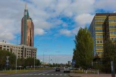 ASTANA KASAKHSTAN - SEPTEMBER 13, 2017: Moderna byggnader - cent Royaltyfri Bild