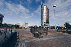 ASTANA KASAKHSTAN - SEPTEMBER 13, 2017: Moderna byggnader - cent Fotografering för Bildbyråer