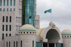 ASTANA KASAKHSTAN - SEPTEMBER 13, 2017: Moderna byggnader - cent Arkivbild