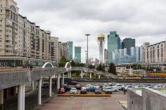 ASTANA KASAKHSTAN - SEPTEMBER 13, 2017: Moderna byggnader - cent Arkivfoton