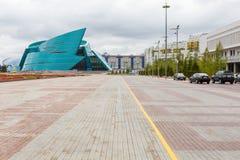 ASTANA KASAKHSTAN - SEPTEMBER 13, 2017: Moderna byggnader - cent Arkivbilder