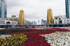 ASTANA KASAKHSTAN - SEPTEMBER 13, 2017: Moderna byggnader - cent Royaltyfri Fotografi