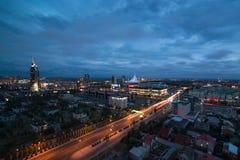 Astana, Kazachstan - Augustus 25, 2015: De mening van de stad bij nacht Stock Foto's