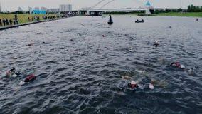 Astana_Kazahstan_-_June_17_2018_Ironman 70 30 Tiro aéreo de la competencia de deporte sabida mundo metrajes