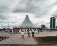 ASTANA, KAZAKHSTAN - JUILLET 2018 : Vue élevée avec Khan Shatyr et le district des affaires central Photo stock