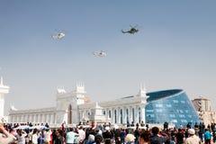 Astana, Kazakhstan - 7 peuvent 2014 : Défilé militaire le jour de t Photos stock