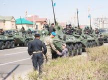 Astana, Kazakhstan - 7 peuvent 2014 : Défilé militaire le jour de t Photographie stock libre de droits