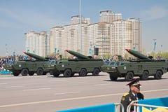 Astana, Kazakhstan - 7 peuvent 2014 : Défilé militaire le jour de t Images stock