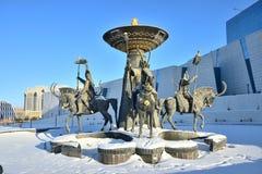 Astana/Kazakistan - monumento che caratterizza un guerriero kazako storico fotografia stock libera da diritti