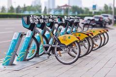 ASTANA, KAZAKNSTAN - Lipiec 28, 2016: Miastowy rowerowy wynajem Obrazy Royalty Free