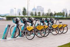ASTANA, KAZAKNSTAN - Lipiec 28, 2016: Miastowy rowerowy wynajem Zdjęcia Royalty Free