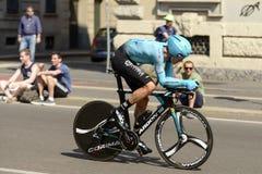 Astana Zespala się konkurenta przy wysoką prędkością przy Giro 2017, Mediolan Fotografia Stock