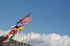 Astas de bandera con las banderas nacionales Fotografía de archivo libre de regalías