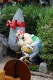 Asterix och Obelix dockor från den Epidemais Croisiere dragningen på Park Asterix, Ile de France, Frankrike royaltyfria bilder
