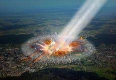 Asteroid, der die Stadt schlägt. stockfoto