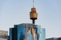 Asteron与悉尼的生活大厦在背景耸立 免版税库存图片