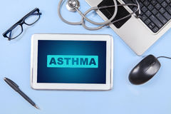 Asthma word on the tablet with stethoscope Royalty Free Stock Photography