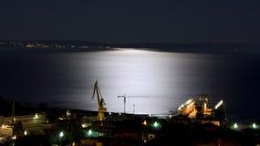Astillero bajo claro de luna Fotos de archivo libres de regalías