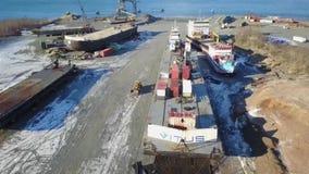 Astillero por completo de los barcos de trabajo almacen de metraje de vídeo