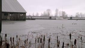 Astilleros alta marea de Britannia y lluvia 4K UHD metrajes