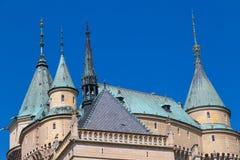 Astle Bojnice do ¡ do conto de fadas Ð, Eslováquia Abóbada e torre do telhado foto de stock