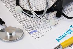 Astma astmatiskt tecken, tecken av breathlessness och att rossla begreppsfotoet Markerad symptomastma av nollan för respiratorisk Royaltyfria Foton